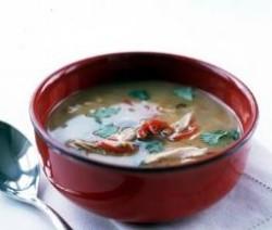 حساء الدجاج على الطريقة التايلندية