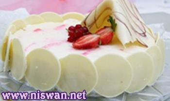 كعكة التوت والشوكولاتة البيضاء
