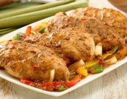 الدجاج بخليط البصل والفلفل